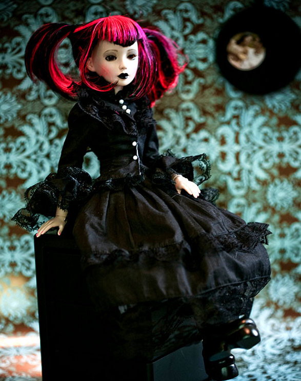 delilah noir dark collectible doll