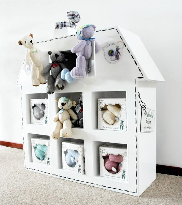 cardboard display by kartooni for boskas teddies