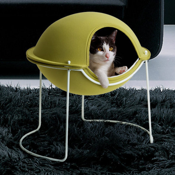 hepper pod bed for pets inspired by spaceship