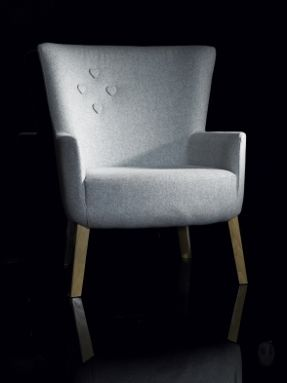 love chair with heart buttons